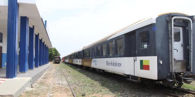 Train Béninrail, filiale du groupe français Bolloré, en gare de Cotonou, capitale économique du Bénin.