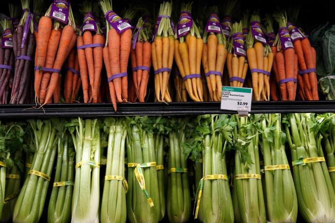 Le rayon fruits et légumes du Whole Food Marker dans le quartier de Manhattan, New York, le 16 juin 2017.