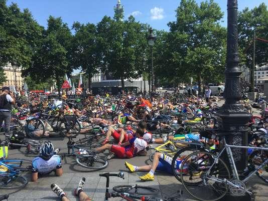 Samedi 17 juin, sur la place de la Bastille à Paris.