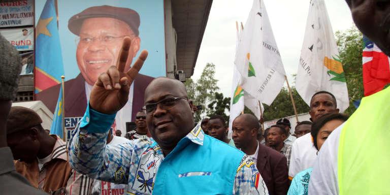 Félix Tshisekedi, à Kinshasa, en avril 2017, avec au second plan, le portrait de son père.