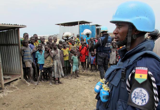 Un casque bleu ghanéen dans un camp de déplacés à Bentiu, au Soudan du Sud, le 18 juin.