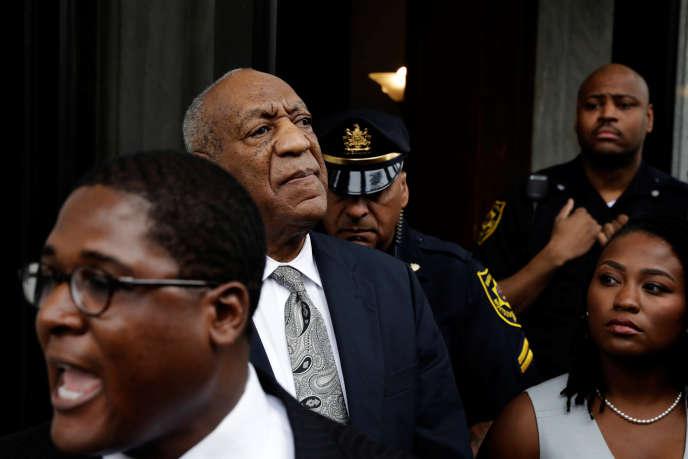 L'acteur américain Bill Cosby quitte le tribunal après l'annulation de son procès, à Norristown (Pennsylvanie) le 17 juin.