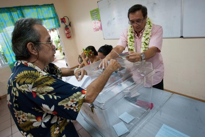 Vote pour le second tour des élections législatives à Papeete (Tahiti), en Polynésie-Française, le 17 juin.
