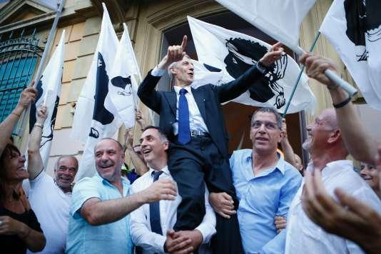 A Bastia, Michel Castellani célèbre sa victoire aux législatives, le 18 juin.
