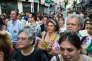 Des électeurs de La France insoumise à Montreuil le 18 juin fêtent l'élection d'Alexis Corbière.