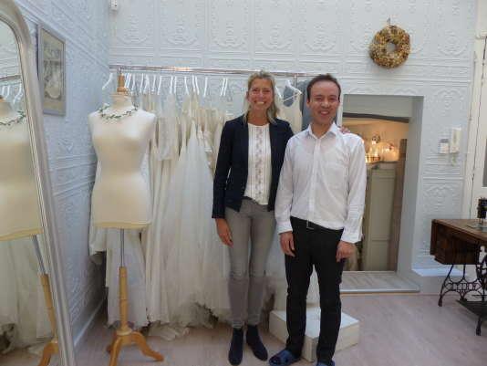 Marie Laporte, créatrice de robes de mariées, et Hafiz Ghanbari, couturier, se sont rencontrées grâce à la plate-forme Action emploi réfugiés.