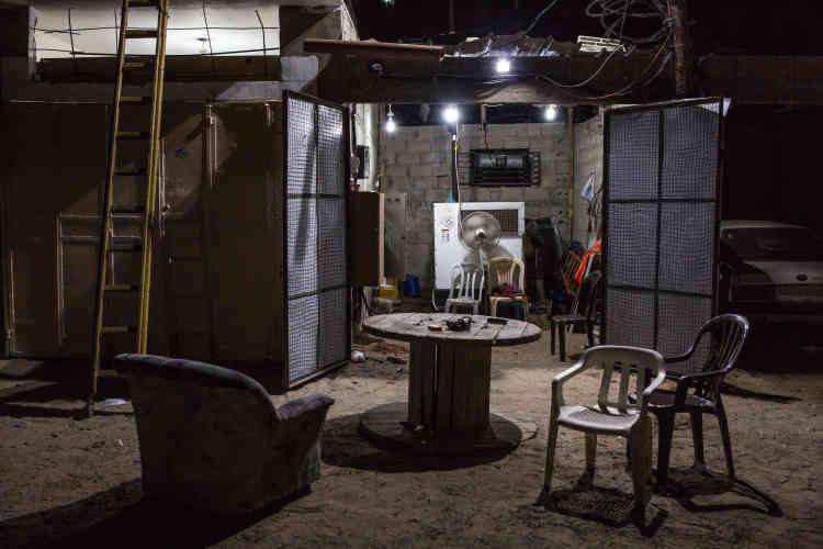 Grâce à ce générateur, il approvisionne 130 personnes de son quartier pour 50 shekels (12 euros) par mois.