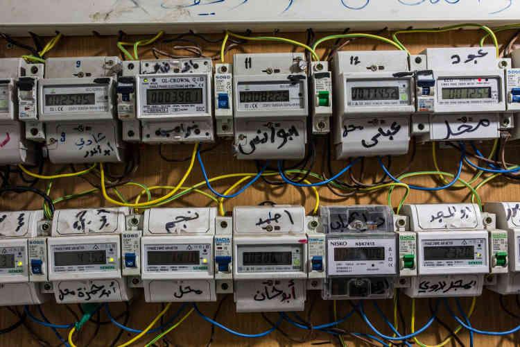Les compteurs individuels d'électricité sont souvent reliés au générateur d'un particulier.