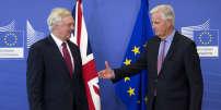 Les négociateurs fu Brexit David Davis, pour le Royaume-Uni (à gauche), et Michel Barnier, pour l'Europe, sur le Brexit à Bruxelles, le 19 juin.