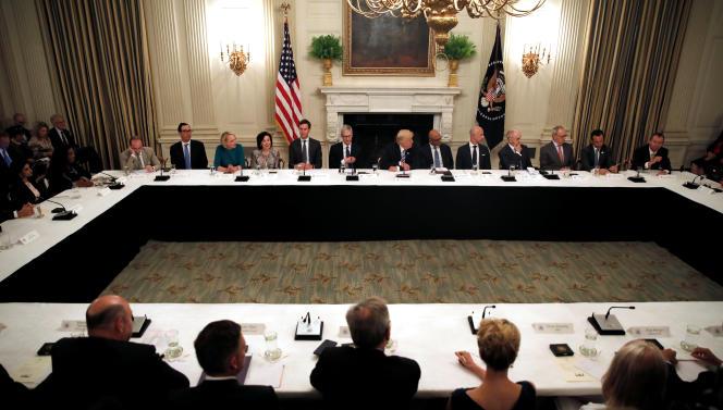 Table ronde, le 19 juin, entre les dirigeants de la Silicon Valley et Donald Trump, le19juin.