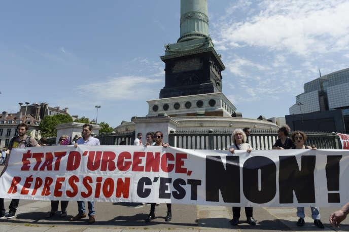 Mis en place depuis les attentats du 13 novembre 2015, le régime d'exception de l'état d'urgence, très critiqué par les défenseurs des libertés publiques et déjà prolongé à cinq reprises, était censé prendre fin mi-juillet.