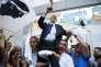 Michel Castellani (au centre) célèbre son élection aux côtés d'autres élus du parti Pè a Corsica, à Bastia le 18 juin.