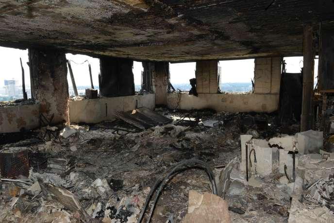 Image fournie par la police métropolitaine montrant l'intérieur d'un appartement de la tour Grenfell à Londres, ravagée par les flammes dans la nuit du 13 au 14 juin.