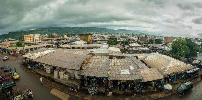 Vue de Bamenda, un jour où la ville n'est pas «morte».