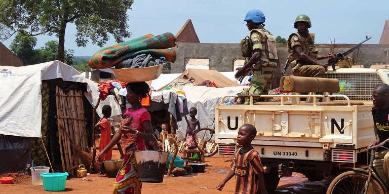 Des casques bleus gabonais à Bria, en République centrafricaine, le 12juin.
