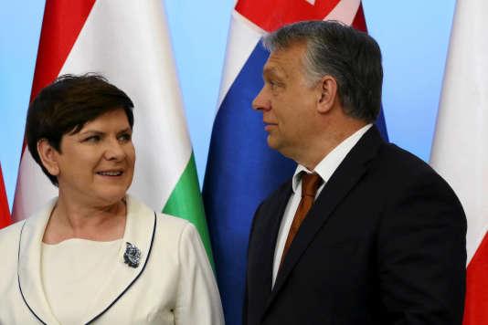 Beata Szydlo, la première ministre polonaise, aux côtés de Victor Orban (à droite), son homologue hongrois, le 19 juin 2017.