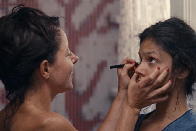 Laure Calamy et Noée Abita dans le film français de Léa Mysius,«Ava».