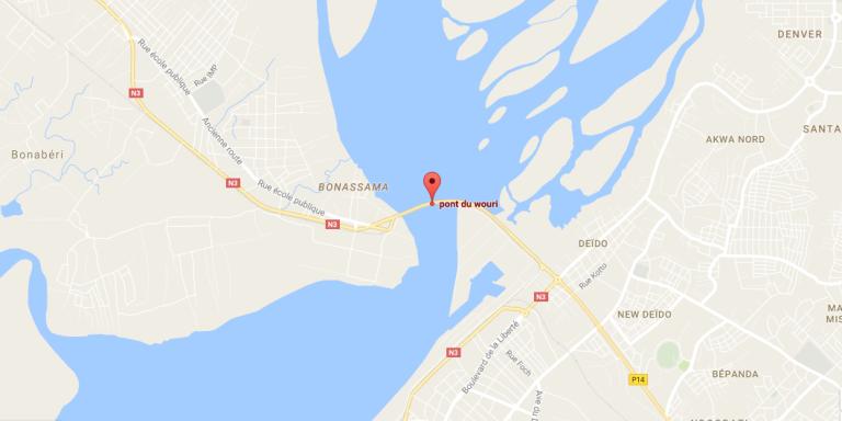 Le passage sur le Wouri à Douala. Google Maps ne montre encore qu'un seul pont.