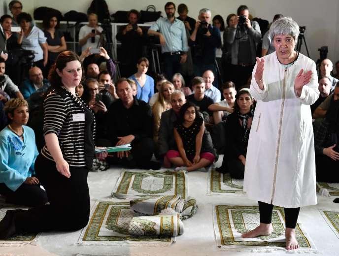 La militante Seyran Ates prépare la prière inaugurale de la mosquée Ibn Rushd-Goethe, à Berlin le 16 juin.