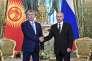 Le président russe Vladimir Poutine et son homologue kirghize Almazbek Atambaïev lors de leur rencontre au Kremlin, à Moscou, le 20 juin.