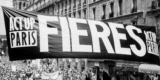 Pendant la Lesbian and Gay Pride, rue de Rennes, Paris, 1995. D'après une photographie d'Orion Delain. Extrait de « Ce que le sida m'a fait ».