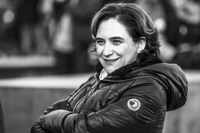 La maire de Barcelone, Ada Colau, a tenu sa promesse de campagne concernant sa rémunération.