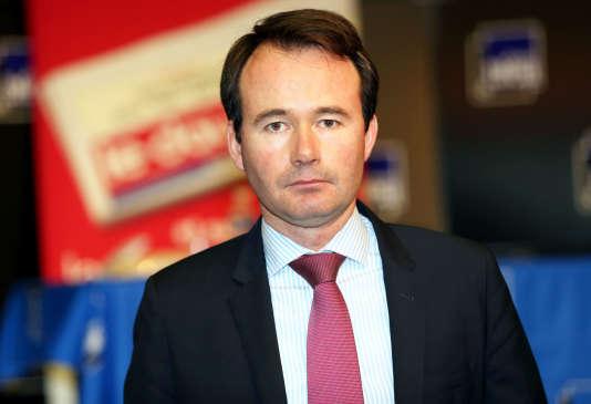 Grâce à la réduction de son salaire, le maire de La Tour-du-Pin, Fabien Rajon, a pu embaucher un policier municipal.