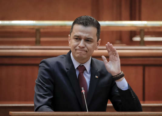 Le premier ministre roumain avant la motion de censure votée au sein du Parlement, à Bucarest, le mercredi21 juin 2017.