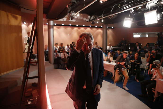 François Bayrou pendant sa conférence de presse au siège du MoDem, à Paris, le 21 juin.