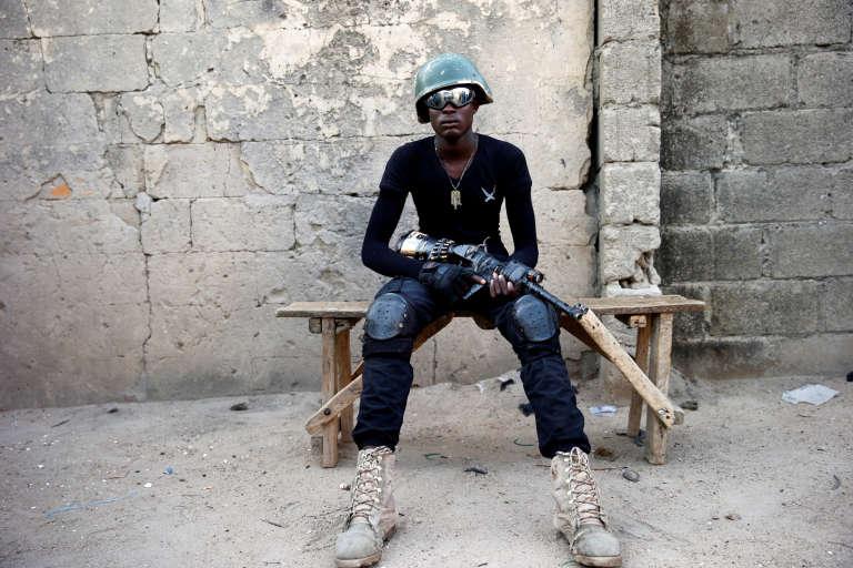 Un membre d'une milice d'autodéfense àMaiduguri, en juin 2017.