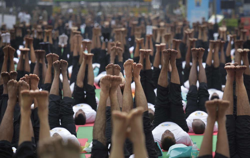 Des millions de yogi à travers l'Inde ont participé à des séances de yoga de masse pour marquer la troisième Journée internationale du yoga, mercredi 21 juin. Ici, àNew Delhi.