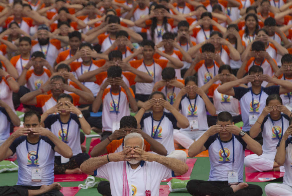 «Aujourd'hui, le yoga est devenu partie intégrante de tellement de vies. La popularité du yoga à l'extérieur de l'Inde est grande et a relié le monde à l'Inde», s'est félicité le premier ministre indien, Narendra Modi, qui a participé à la Journée internationale à Lucknow, en Inde, le 21 juin.