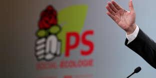 Main de Jean-Christophe Cambadélis, alors premier secrétaire du parti socialiste, au siège du PS, rue de Solférino, le 4 janvier.