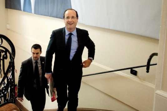 L'ex-président François Hollande gagnait 30 % de moins que son prédécesseur, Nicolas Sarkozy.