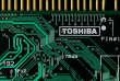 Toshiba va céder ses puces mémoires au consortium INCJ, soutenu par la Banque de développement du Japon et l'aide financière du fonds américain Bain Capital.
