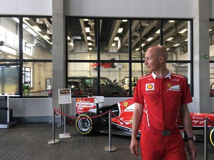 L'ingénieur français Benoît Poulet en «costume Ferrari», le 21 juin à Hambourg.
