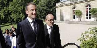 Emmanuel Macron et Jean-Yves Le Drian, le 22 juin à Paris.