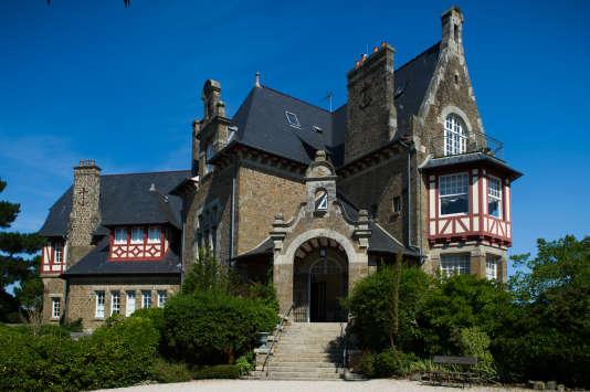 Le« château Richeux » désigne cette maison dont les Roellinger ont fait leur navire amiral. On peut y dormir et ydîner au Coquillage.