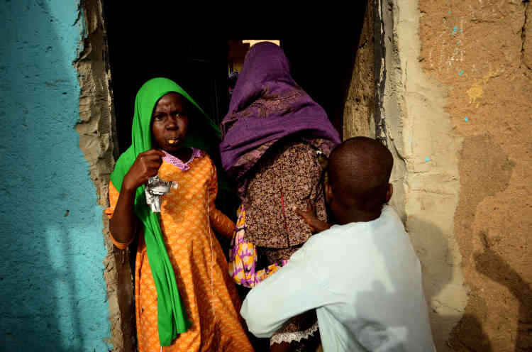 Dans les rues de Maiduguri, le mariage de Khadija se prépare.