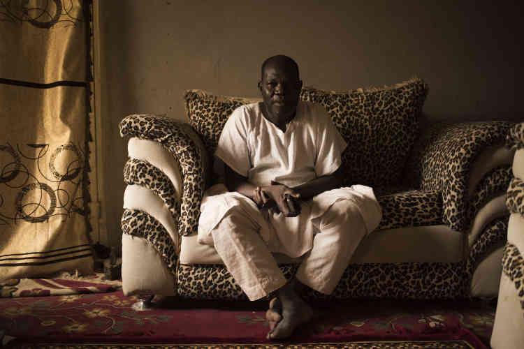 Cheikh Garba Bozu, 70 ans, est un grand propriétaire terrien. Il prend en charge plus de 7 000 déplacés sur des terrains qu'il a mis à leur disposition.