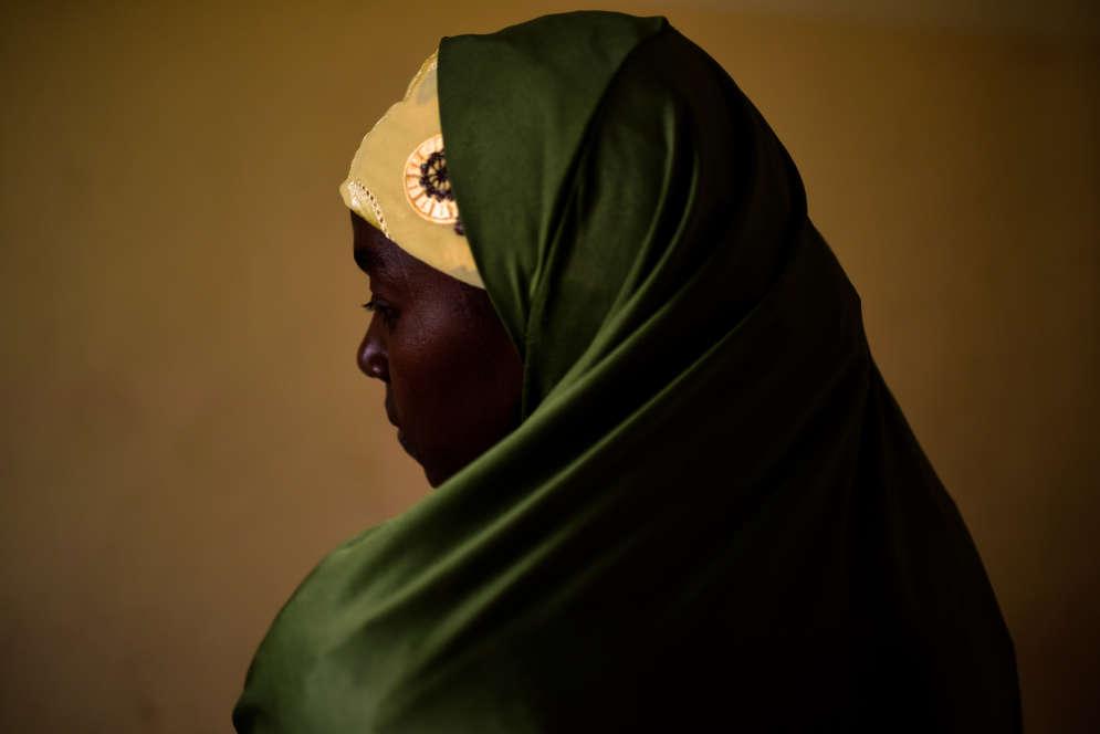 Aisha a été enlevée en 2016 par Boko Haram puis mariée de force à un djihadiste. Elle a réussi à s'échapper et vit désormais dans un camp de déplacés à Maiduguri.