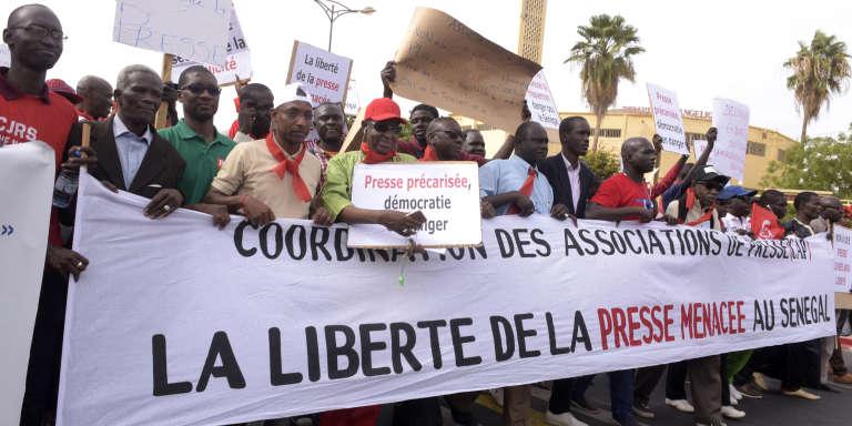 Marche de journalistes sénégalais pour la liberté de la presse et contre la précarisation du secteur, le 3mai 2017, à Dakar.