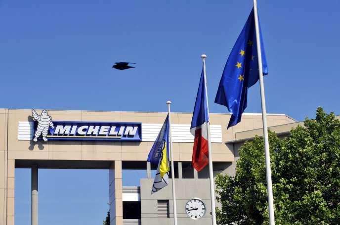 Le groupe Michelin a annoncé, jeudi 22 juin, un plan global de réorganisation entraînant, d'ici à 2021, la suppression de 2 000 emplois sur ses sites à travers la planète, dont 1 500 en France.