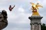 Démonstration de plongeon, devant le pont Alexandre-III, à Paris, le 23 juin.