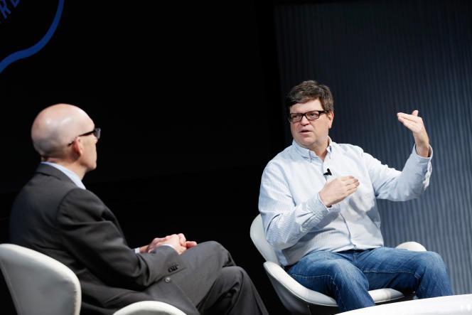 Le directeur du laboratoire d'intelligence artificielle de Facebook Yann LeCun (à droite), lors d'une conférence des entreprises du numérique le 16 juin 2016 à New York.