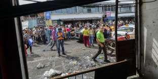Aux abords d'un supermarché mis à sac et pillé, à San Cristobal (Venezuela), le 18 mai.