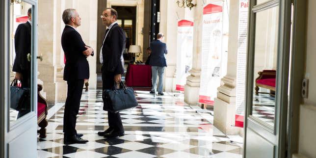 Premiers pas des élus à l'Assemblée nationale. Francois de Rugy discute avec Yves Blein, le 19 juin.