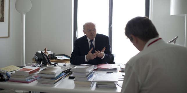 Dans le bureau de Jacques Toubon, Défenseur des droits, à Paris le 22 juin.