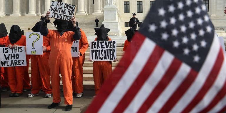 Manifestation pour demander la fermeture du camp de Guantanamo, le 11janvier 2017, à Washington, au Etats-Unis.