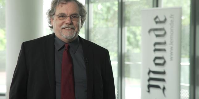 Stephen Smith, professeur et chercheur à « The Robotics Institute » de l'Université Carnegie Mellon, a remporté le prix international de la Mobilité « Le Monde » Smart Cities, pour son système Sustrac qui permet de rendre la circulation en ville plus fluide